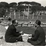 Con Salvador Moreno en Ostia. Hacia 1959